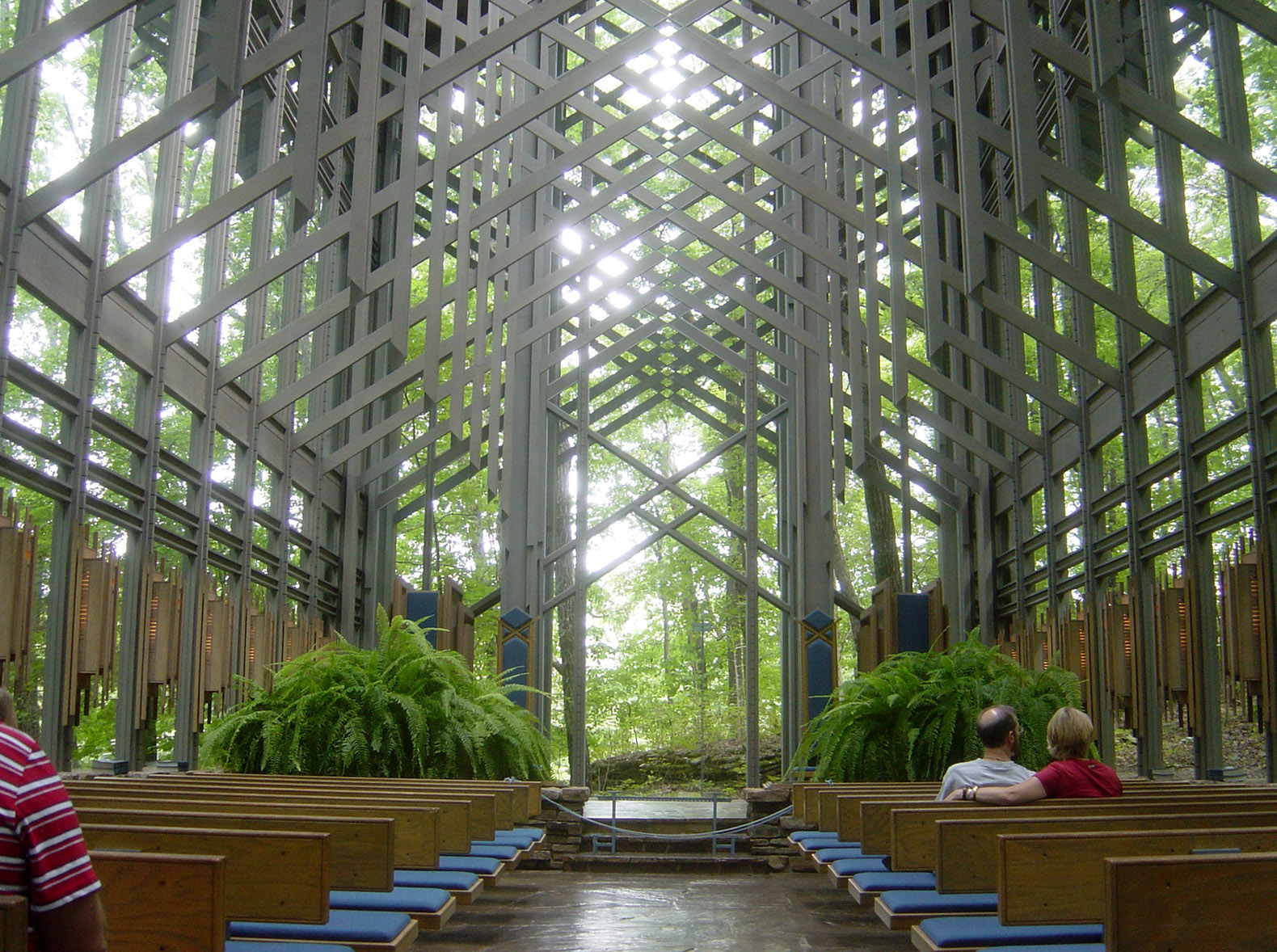 09-02-06-thorncrownchapel1