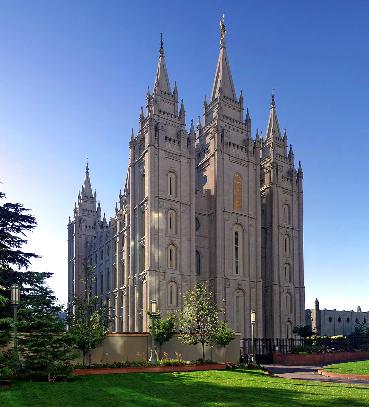 salt_lake_temple_utah_-_sept_2004-2