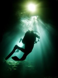 Gorgeous divers' silhouettes at Devil's Den Springs, Florida