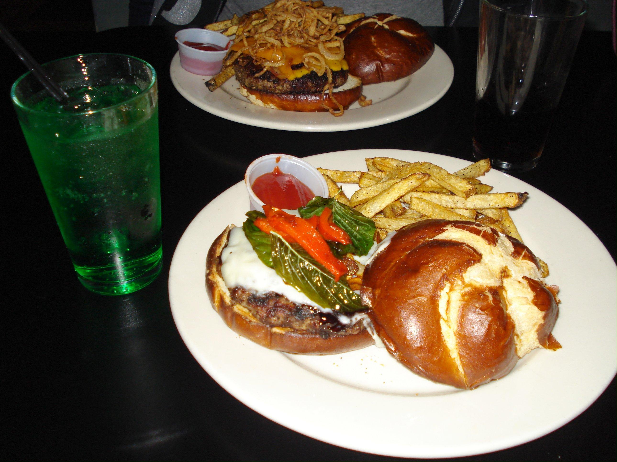 Nachtmystium_burger_-_Kuma's_Corner,_Chicago