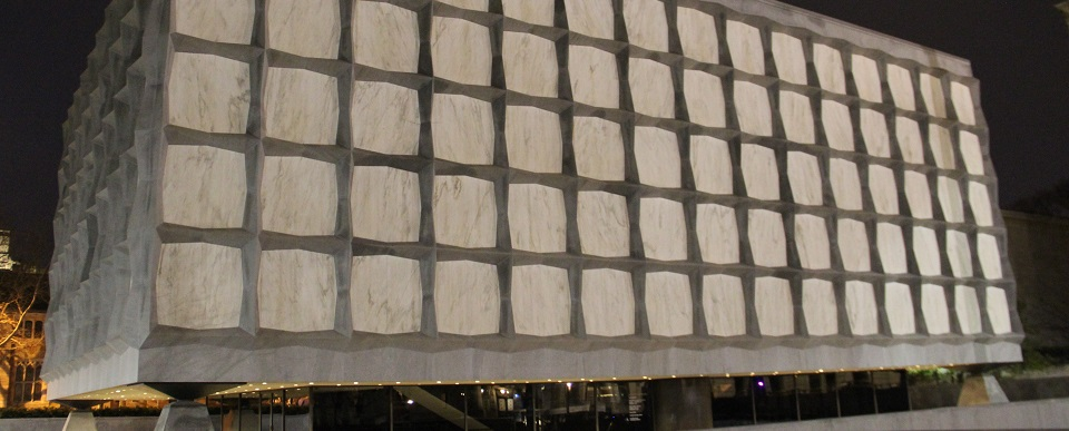Beinecke_Library_at_night