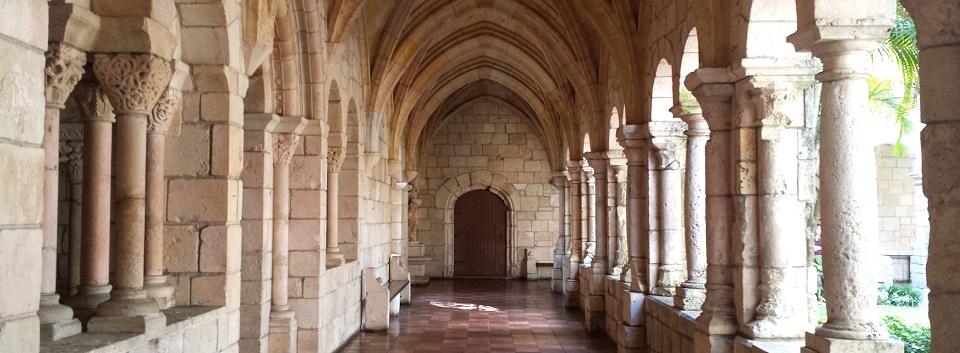 Cloisters_-_Ancient_Spanish_Monastery_-_St._Bernard_de_Clairvaux_Church,_Florida_-_20150110_131644