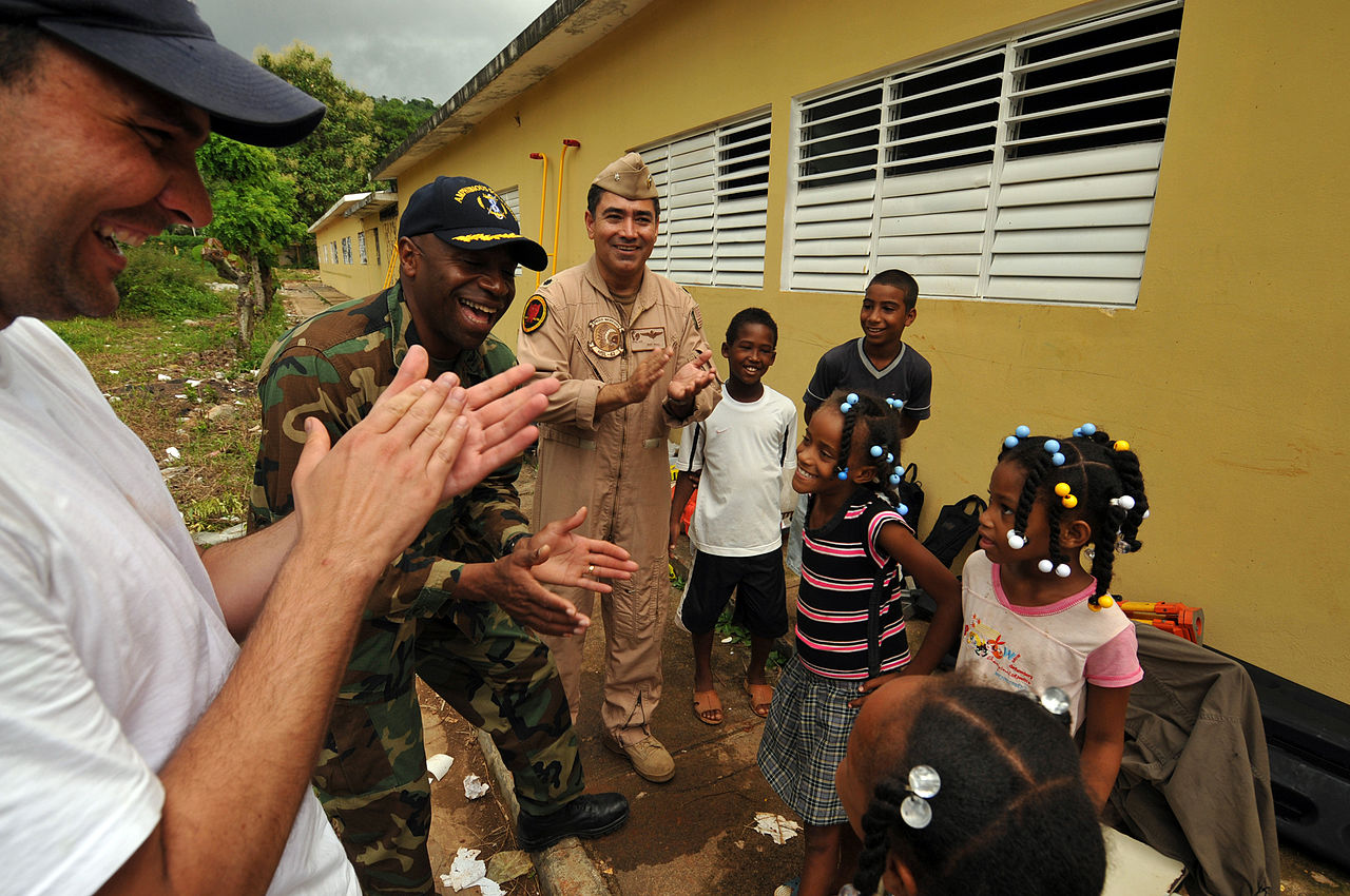 continuing_promise_2008_mission_commander_tours_medical_engineering_sites_in_the_dominican_republic_dvids120501