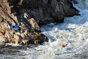 Potomac River photo by:Steve from washington, dc, usa - Kayaking at Great Falls