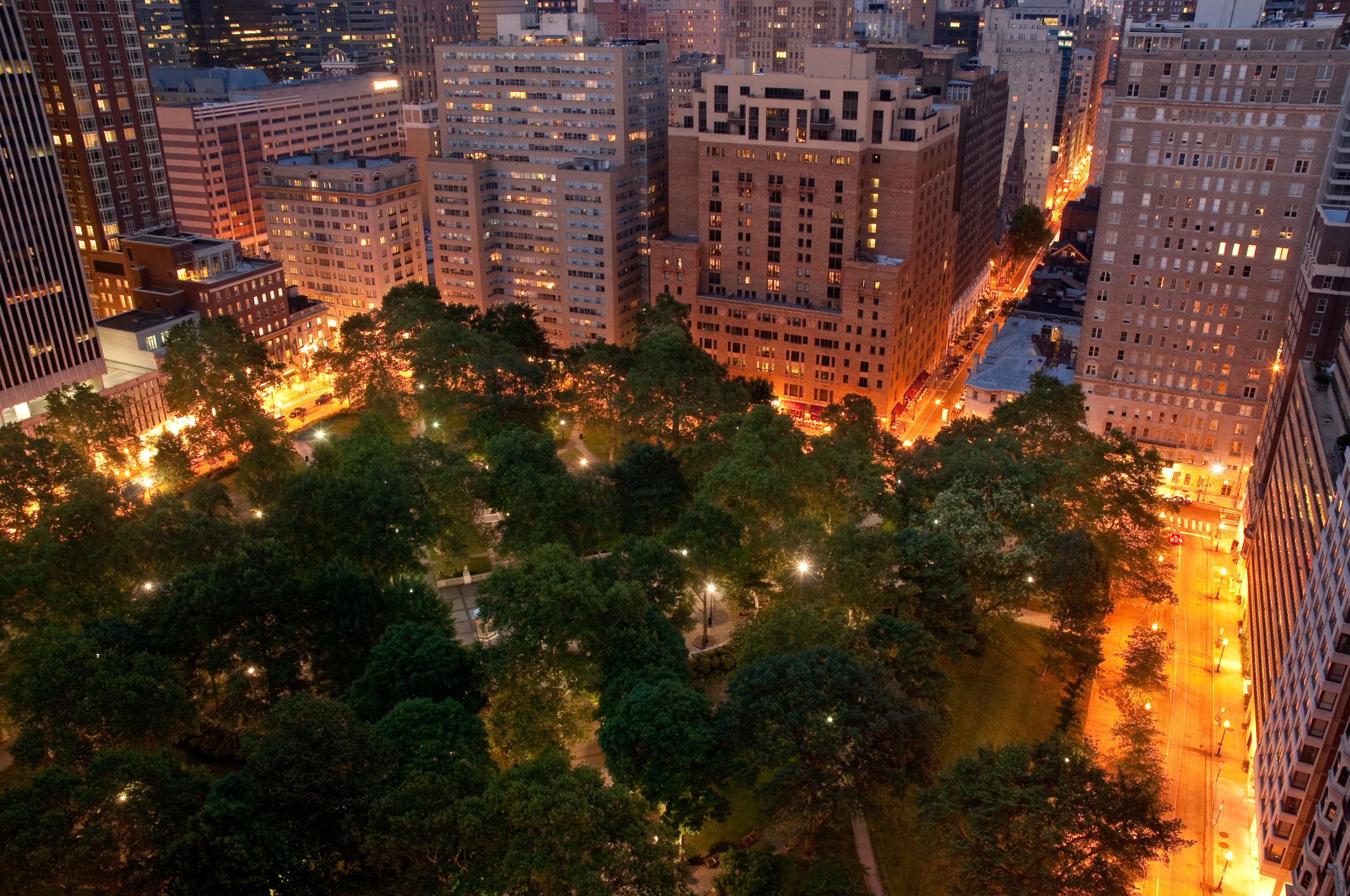 Rittenhouse Square at night photo by bklphoto.com for PHLCVB